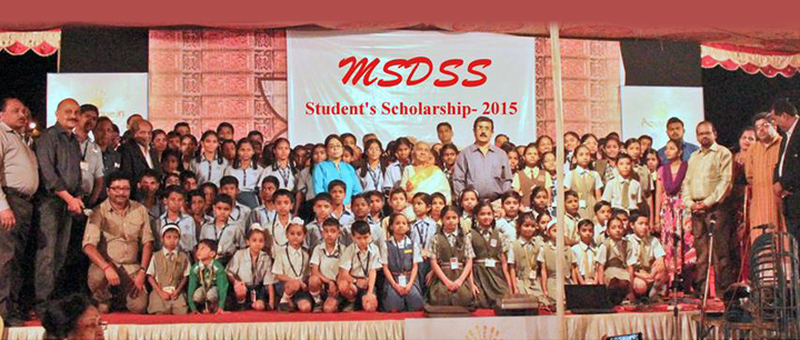 A group photo with all scholarship wining students, teachers et al